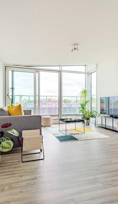 Large bright living room in Camden Town with balcony.